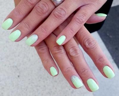 Ongles gel vert pastel